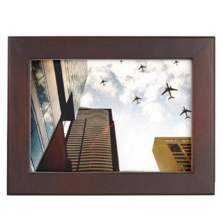 建物に飛ぶ飛行機 ジュエリーボックス