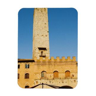 建物のタワーの低い角度眺め、 マグネット