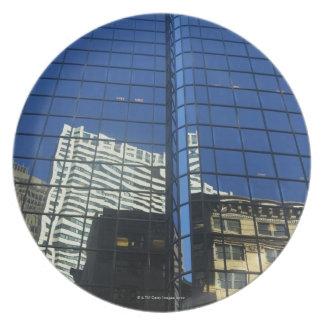 建物の反射の低い角度眺め プレート