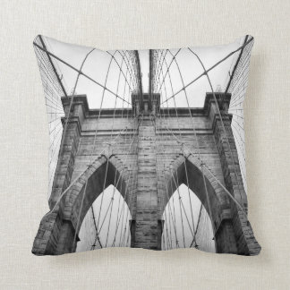 建築クローズアップのブルックリン橋 クッション