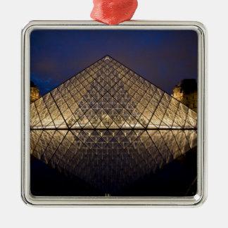 建築家によるI.M. Peiルーバーピラミッドの シルバーカラー正方形オーナメント