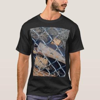 建設廃材のBehndの塀 Tシャツ