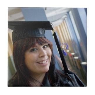 式服式帽の卒業の女の子 タイル