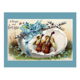 弓およびチェロのヴィンテージのイースターエッグを持つひよこ ポストカード