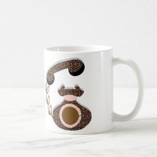 弓が付いているヒョウの電話 コーヒーマグカップ
