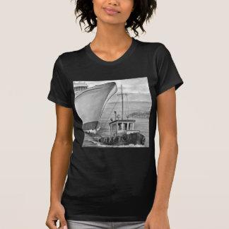 引っ張りのボートの牽引の遊航船 Tシャツ