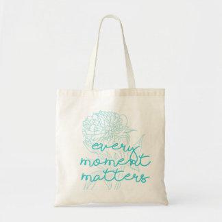 引用文のトート: あらゆる時は花の引用文重要です トートバッグ