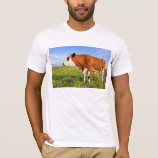 強いFriesian牛 Tシャツ