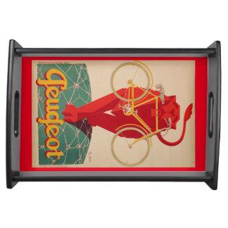 強力で赤いライオンは顎の皿の早い自転車を握ります トレー