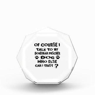 当然私は私の(犬)ドーベルマン・ピンシェル犬DESIGに話します 表彰盾