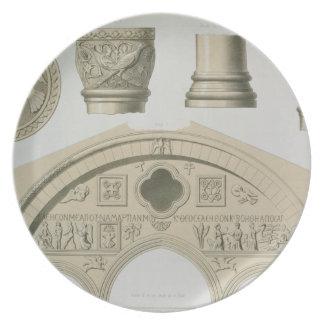 彫られたアーチの詳細およびSt.からのコラム プレート