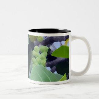 彫刻の葉 ツートーンマグカップ