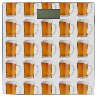 彼のためのビール泡の醸造物の写真パターンオクトーバーフェスト 体重計