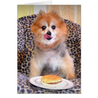 彼のハンバーガーとのポメラニア犬 グリーティングカード