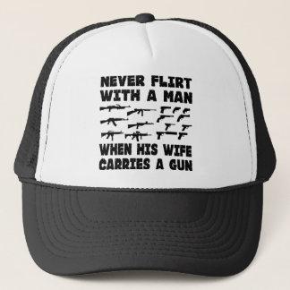 彼の妻が銃を運ぶとき決して人ともてあそばないで下さい キャップ