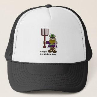彼の帽子の帽子の1匹のバッタが付いているSt. Urho キャップ