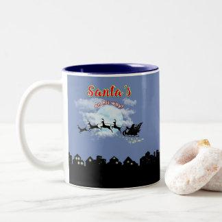 彼の方法クリスマスの休日のコーヒーカップのサンタは襲います ツートーンマグカップ
