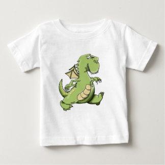 彼の背部足の漫画の緑ドラゴンの歩く ベビーTシャツ
