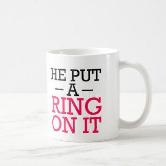 彼はそれにリングをおもしろいな婚約者のマグ置きました コーヒーマグカップ