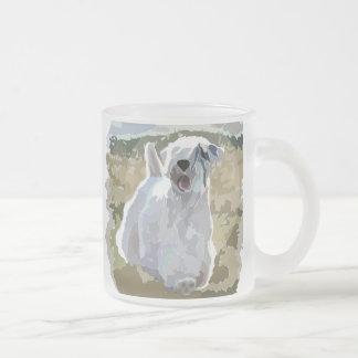 彼は天使-分野で太陽に照らされたSealyhamです フロストグラスマグカップ