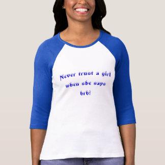 彼女がbrbを言うとき決して女の子を信頼しないで下さい! tシャツ