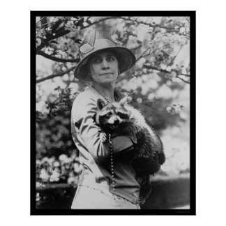 彼女のアライグマ1923年を持つカルビン・クーリッジ夫人 ポスター