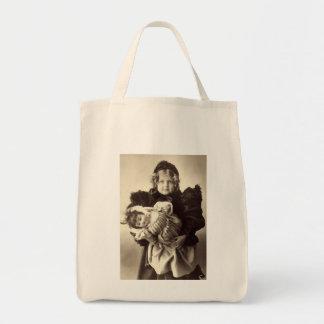 彼女の人形を持つ小さな女の子、1898年 トートバッグ