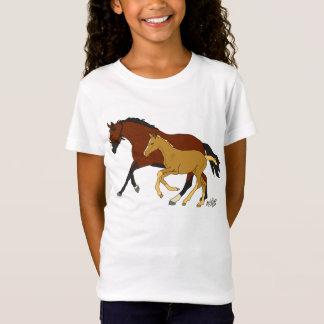 彼女の子馬のTシャツが付いている湾 Tシャツ