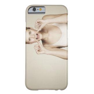 彼女の歯をフロスしている女性 BARELY THERE iPhone 6 ケース