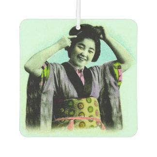 彼女の毛を調節しているヴィンテージの日本のな芸者 カーエアーフレッシュナー