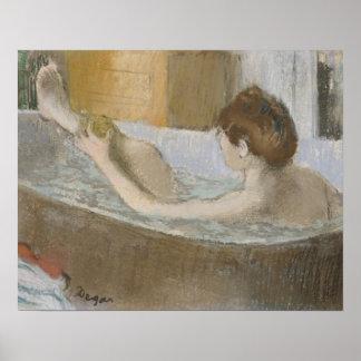 彼女の足を海綿で洗う彼女のBathのエドガー・ドガ|の女性 ポスター