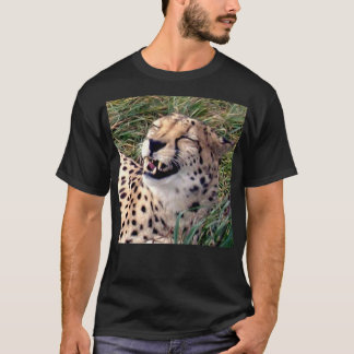 彼女の顔の巨大なにやにや笑いのチータ、 Tシャツ