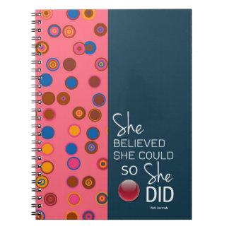 彼女は彼女をできました(ポルカティール(緑がかった色)のピンクの)螺線形信じました ノートブック