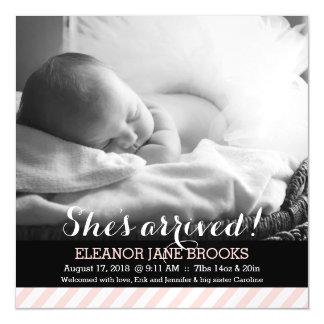 彼女は着かれたピンクのストライプの赤ん坊の発表を有します マグネットカード
