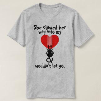 彼女は私のハート猫のティーに彼の方法を引き裂きました Tシャツ