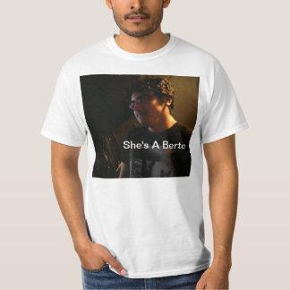 彼女はBertoです Tシャツ