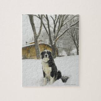 後ろ丸太小屋が付いている雪の着席の後をつけて下さい ジグソーパズル