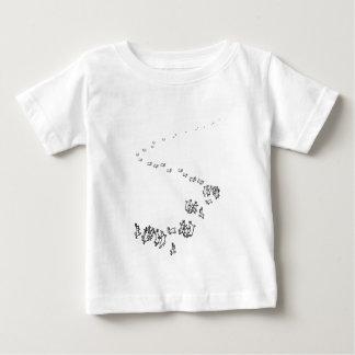 従って私達はウサギを踊ることを行きます ベビーTシャツ