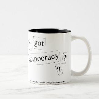 得られた民主主義か。 ツートーンマグカップ