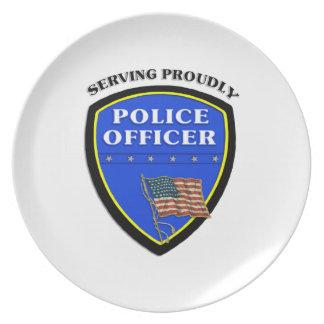 得意気に役立っている警察 プレート