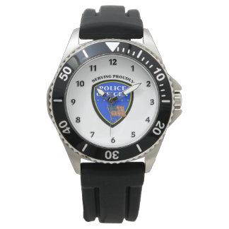 得意気に役立っている警察 腕時計