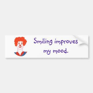 微笑する幸せなピエロの顔は私の気分を改善します バンパーステッカー