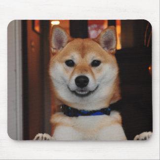 微笑の柴犬の小犬 マウスパッド