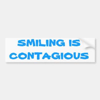 微笑は伝染性です バンパーステッカー