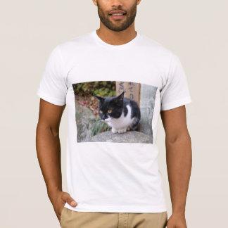 微笑ましく可愛い猫 Tシャツ