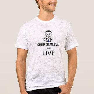 微笑を保ち、住んで下さい Tシャツ