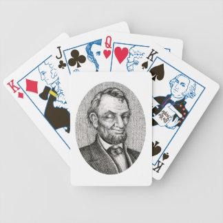 微笑エイブラハム・リンカーンのカジノカードをまばたきさせます バイスクルトランプ