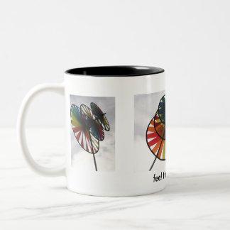 微風の風車の女の子のマグを感じて下さい ツートーンマグカップ