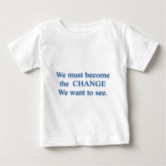 必要な変更- Mahatma Gandhi ベビーTシャツ