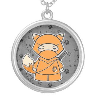忍者のキツネ! Ninjadorablesの灰色のネックレス シルバープレートネックレス